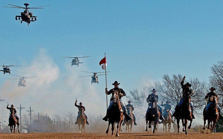 1-osios Kavalerijos Divizijos Aviacijos brigados padalinių ir raitelių pasirodymas
