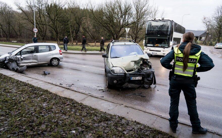 Vilniuje po automobilių susidūrimo į ligoninę išvežtos dvi vairuotojos