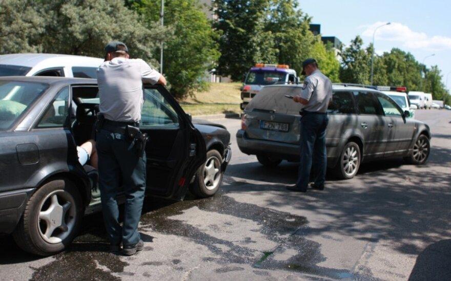 Vilniuje po avarijos girtutėlis vairuotojas pareiškė, kad jis - VSD pareigūnas Antanas ir pats gaudė girtuoklius