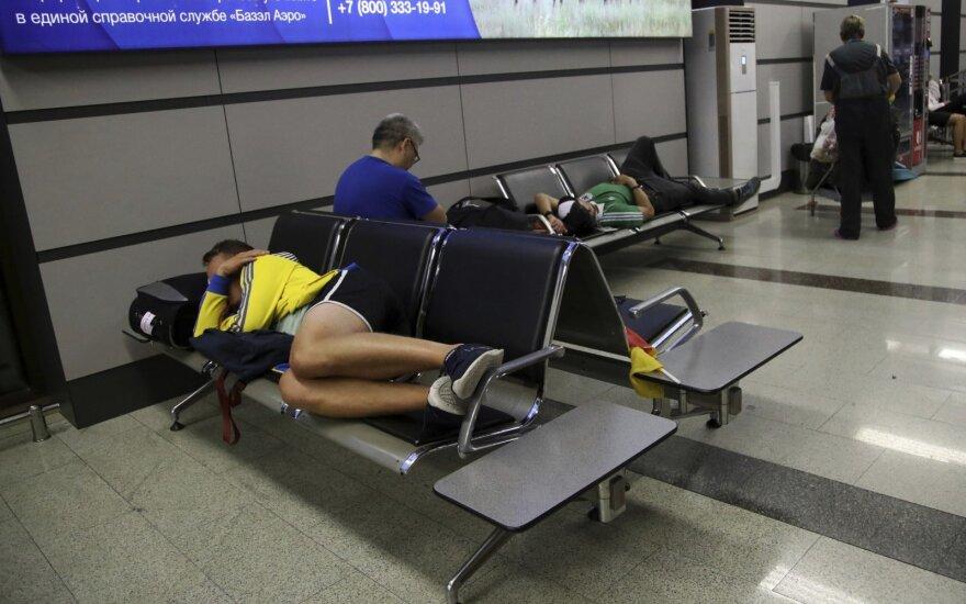 Niekas nenori, bet kartais neturi pasirinkimo: kaip patogiai išsimiegoti oro uoste