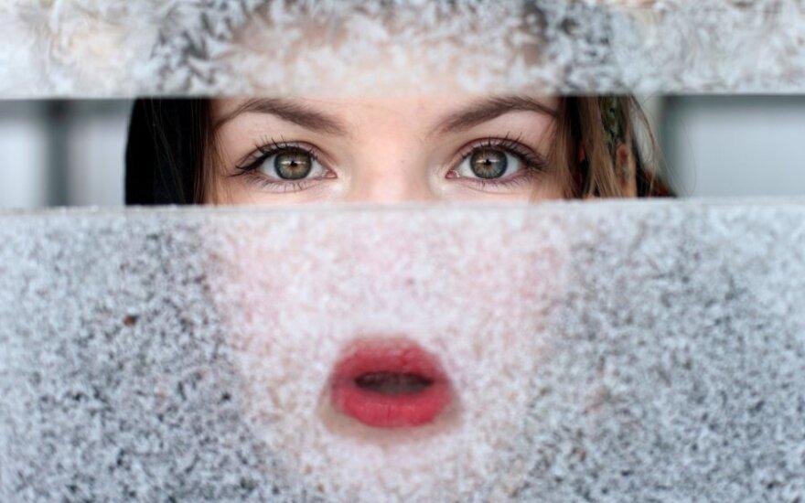 Galvoja, kad padeda odai, tačiau iš tiesų kenkia: kokią klaidą žiemą daro daugybė moterų