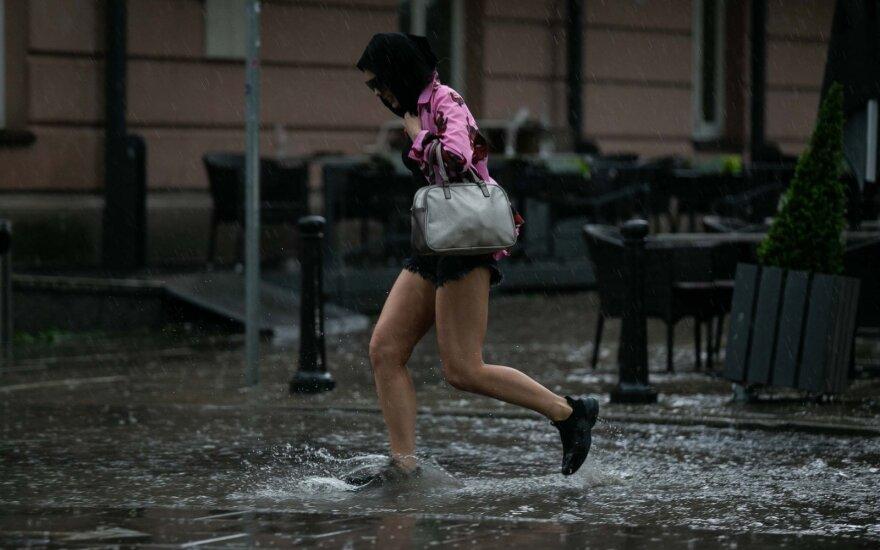 Orų prognozės liepai: kais dar stipriau, pirmą mėnesio pusę laukia ir nemalonių staigmenų