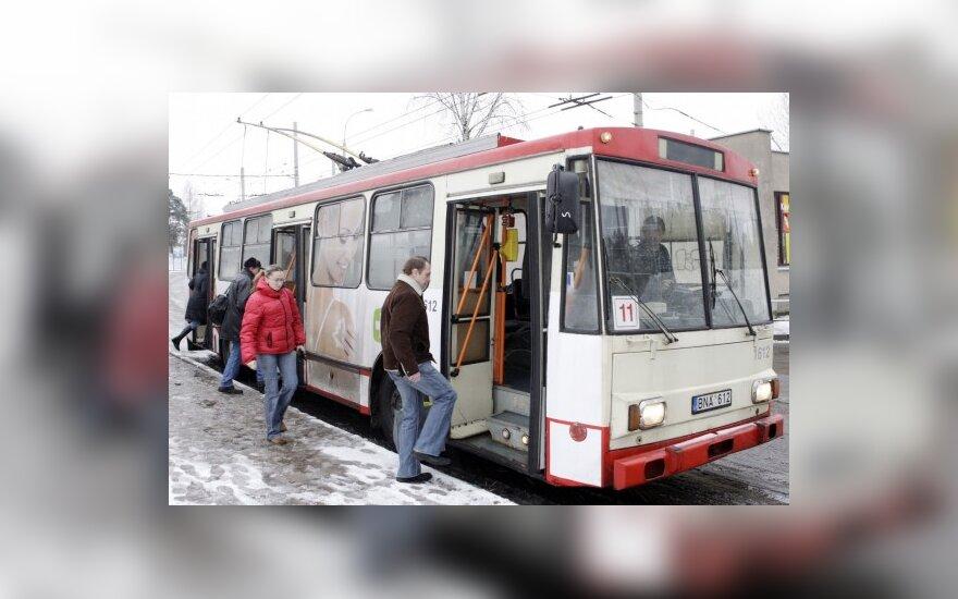 Vežėjai: keleivių laipinimas pro pirmąsias pasiteisino