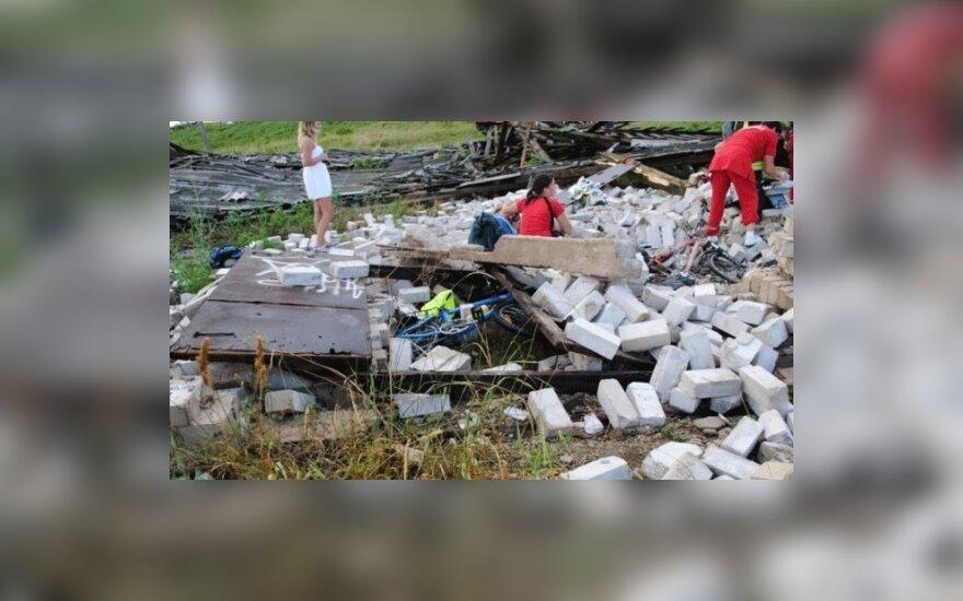 Sugriuvus pastatui sužaloti čekų dviratininkai, vienas žuvo, kedainietis.lt nuotr.