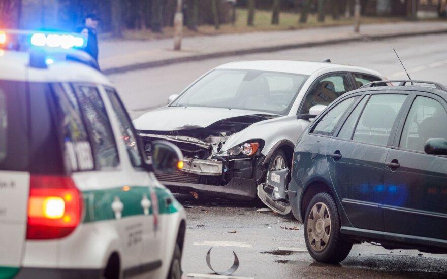 Į avariją patekusio automobilio keleivį išgabeno greitoji pagalba