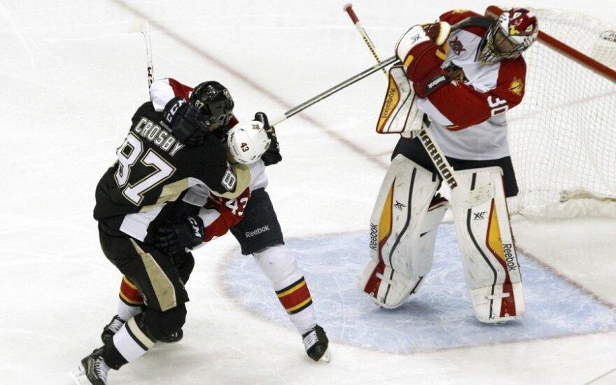 Sidney Crosby kovoja su Mike'u Weaveriu