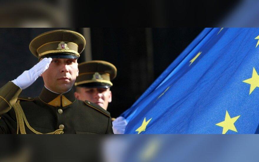Eurobarometro tyrimas: lietuviai per dešimtmetį priartėjo prie Europos