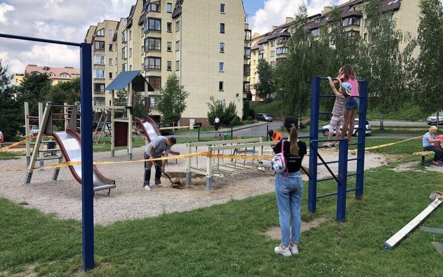 Gyventojai nepatenkinti: vietoje vaikų žaidimų aikštelės – daugiabutis