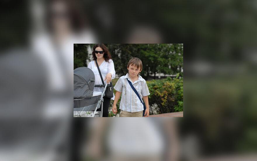 Taja su sūnumis Domu ir Nedu
