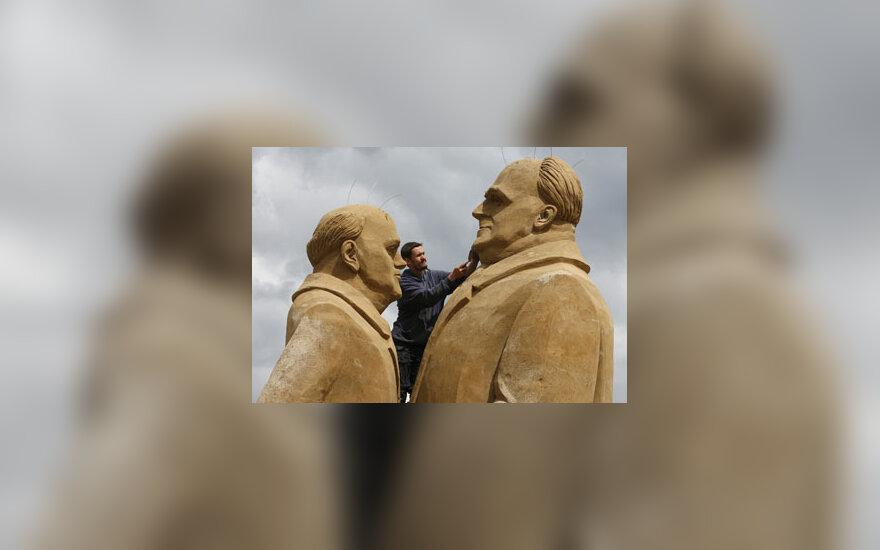 Smėlio skulptūros - H.Kohlis ir M.Gorbačiovas