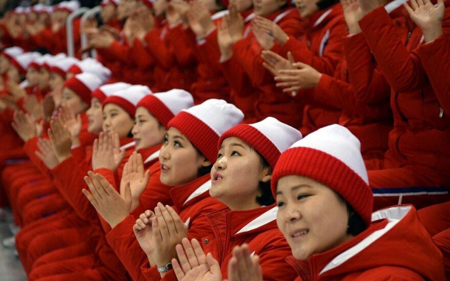 Jungtinės Korėjos palaikymo merginų komanda iš Šiaurės Korėjos