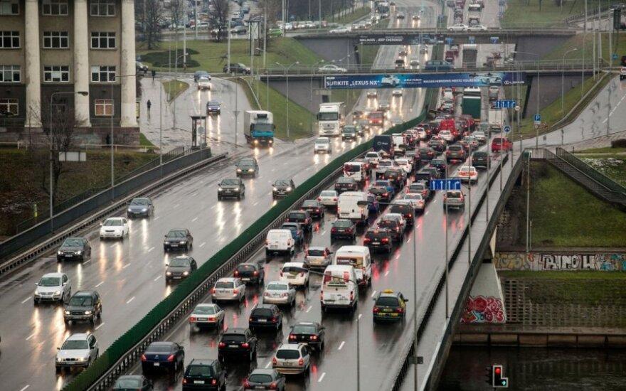 Prašo atsiliepti mačiusius eismo įvykį sostinėje