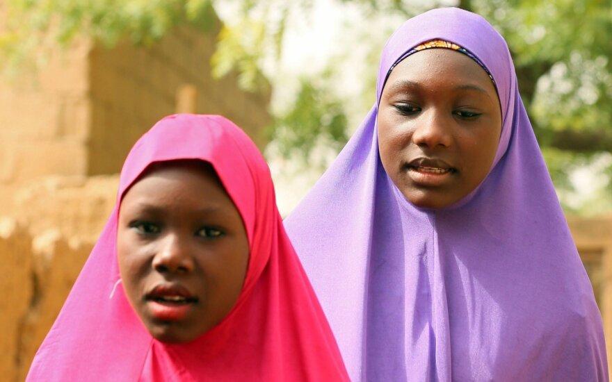 """Nigerija: per """"Boko Haram"""" įvykdytą mokyklos užpuolimą dingo 110 mergaičių"""
