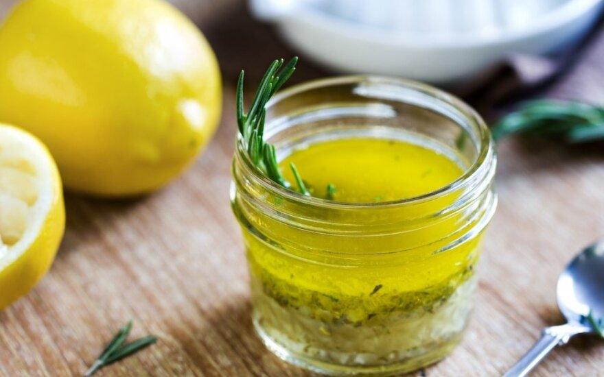 Po šaukštą kasdien: neįkainojama citrinos ir aliejaus nauda sveikatai