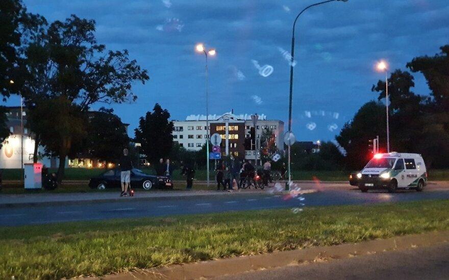 Klaipėdoje BMW užlėkė ant šaligatvio ir užvažiavo ant moters su dviem vaikais