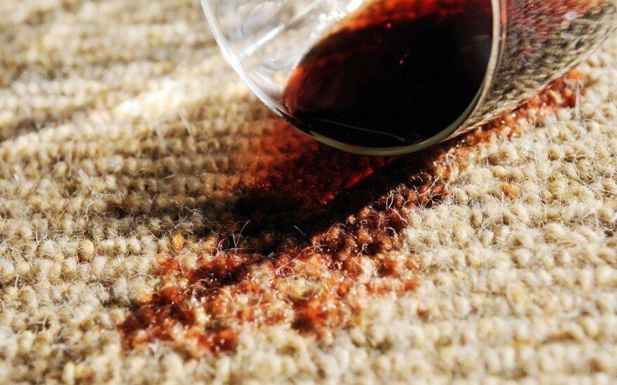 Paprastas būdas pašalinti net ir labiausiai įsisenėjusias kilimo dėmes