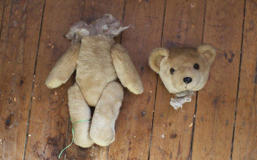 Siaubinga istorija Vilniuje: trijų vaikų motina tualete paskandino kūdikį, o po to jį slėpė rūsyje