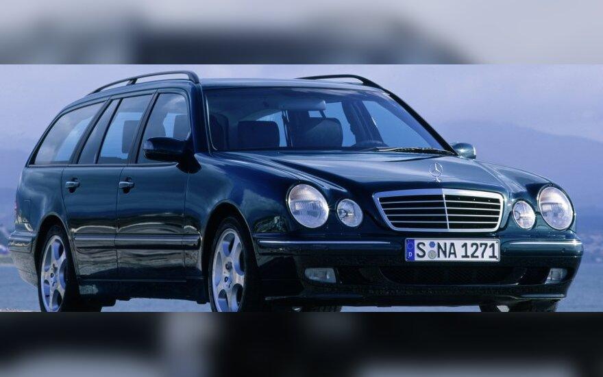 """""""Autopilotas"""": naudota """"Mercedes-Benz"""" E-klasė – pensininko svajonė"""