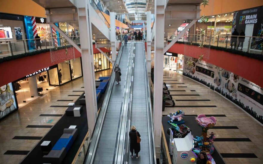 Karantinas pakeitė apsipirkimo įpročius: gyventojai neskuba į fizines parduotuves