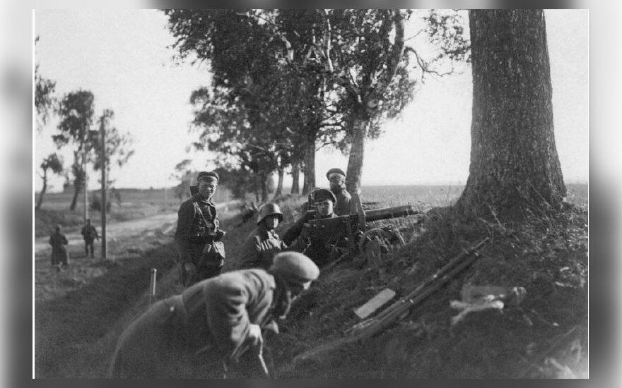 """Lietuvos kariuomenes pėstininkai, ginkluoti sunkiuoju kulkosvaidžiu """"Maxim"""", 1919 VDKM"""