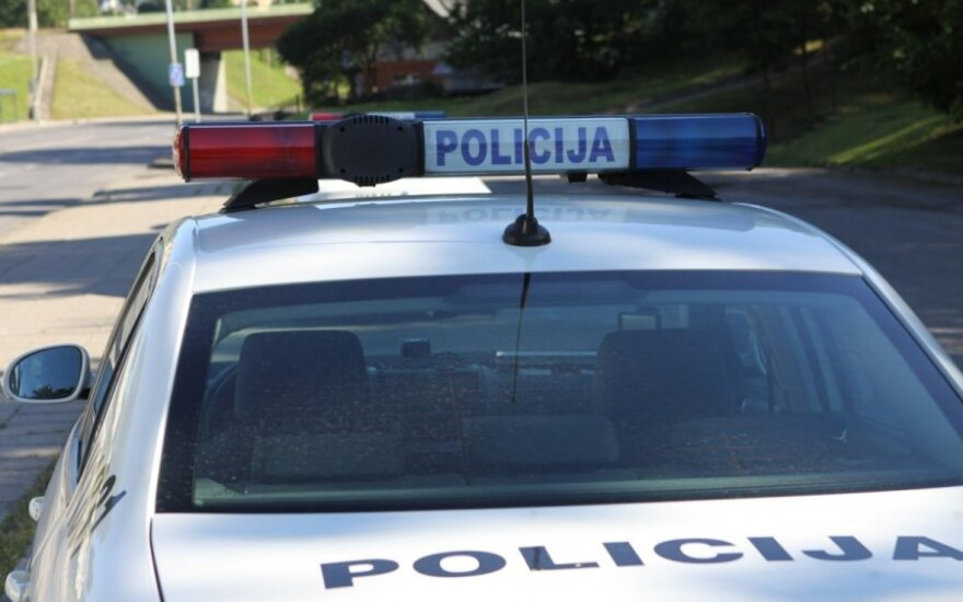 Įtartino elgesio ir neaiškių ketinimų vyriškis, besidomintis vaikais, nuvežtas į ligoninę