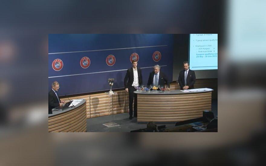 Lukas Artimavičius (viduryje)