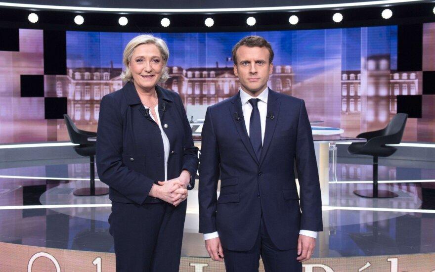Apklausa: E. Macronas padarė geresnį įspūdį per baigiamuosius televizijos debatus