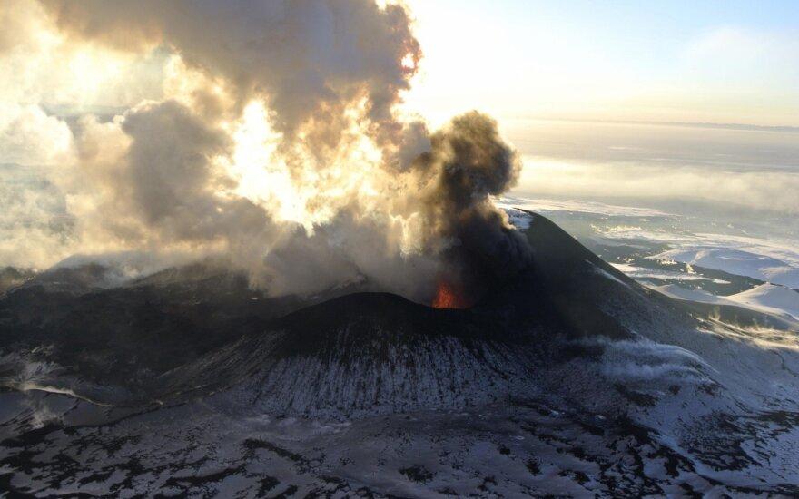 Rusijos Kamčiatkoje ugnikalnis išsviedė 6 km aukščio pelenų stulpą