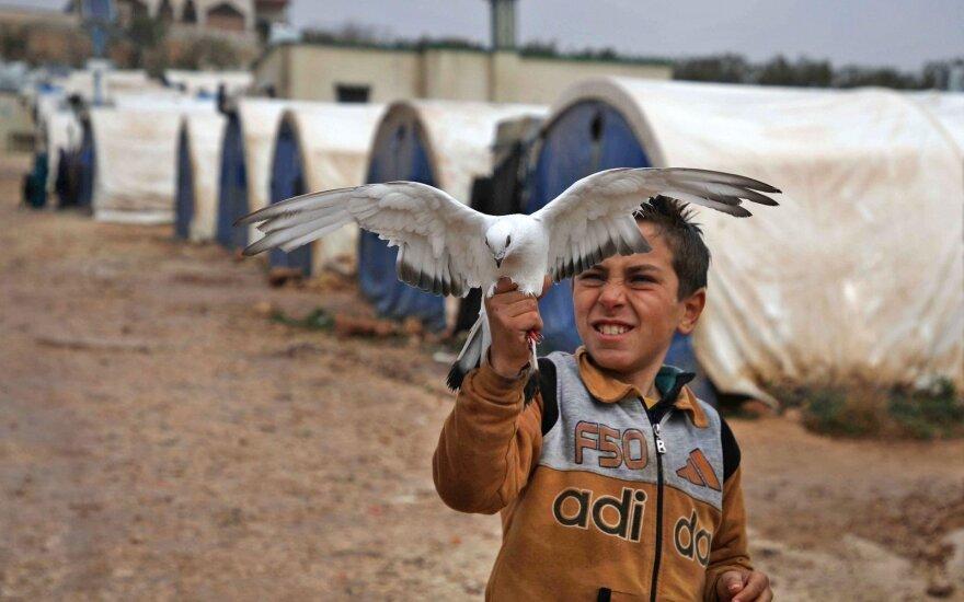 Berniukas pabėgėlių stovykloje prie Turkijos-Sirijos pasienio