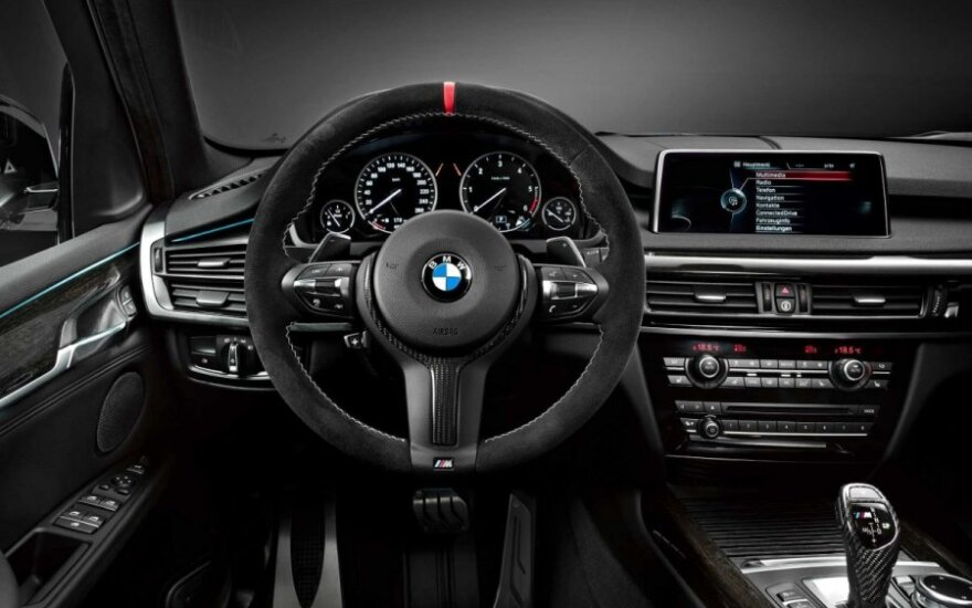 Už prabangų BMW sumokėję pinigus, pardavėjo turi ieškoti su policija