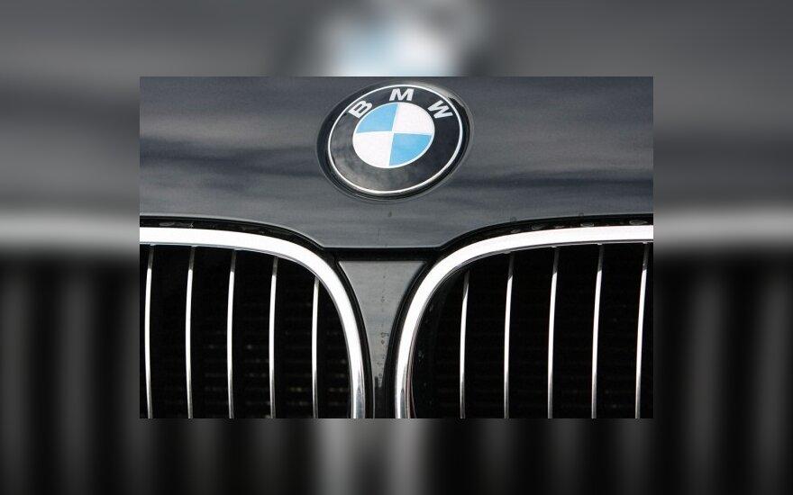 Trakų rajone iš avarijos vietos dingo visiškai sudaužytas BMW