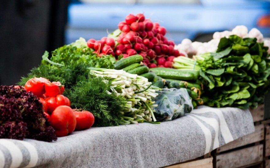 Palygino daržoves turguje ir prekybos centruose: nemalonios žinios