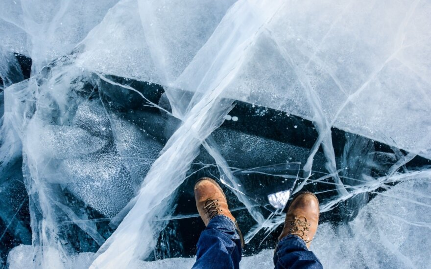 Perspėja žvejus - ant ledo lipti dar nevalia