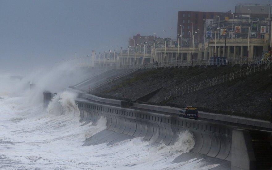 Prie JAV artėja uraganas: ruošiamasi stichinei nelaimei
