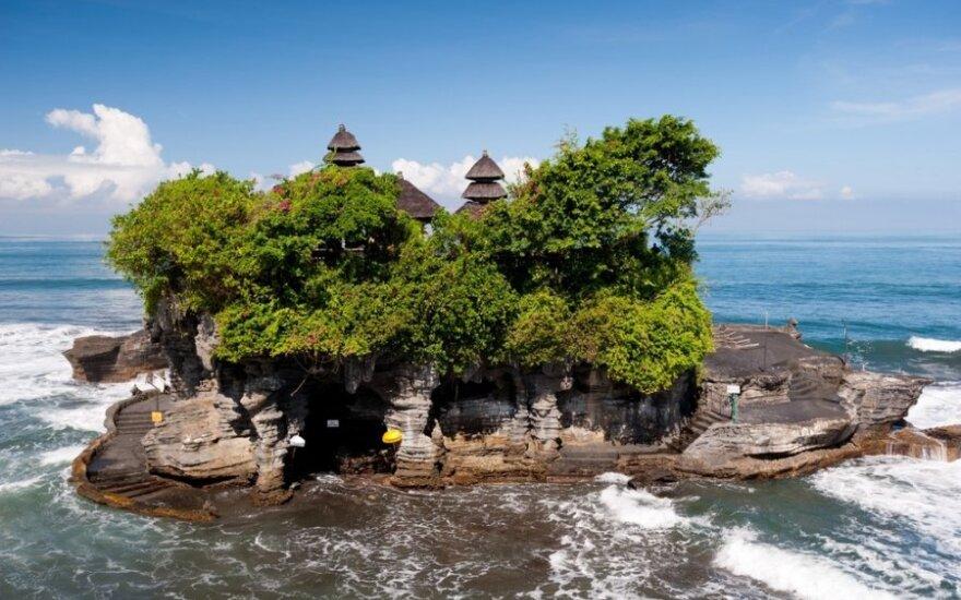 Bitkoinų naudojimas egzotiškoje saloje - po didinamuoju stiklu