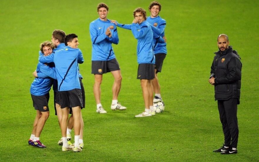 Josepas Guardiola su auklėtiniais treniruotės metu