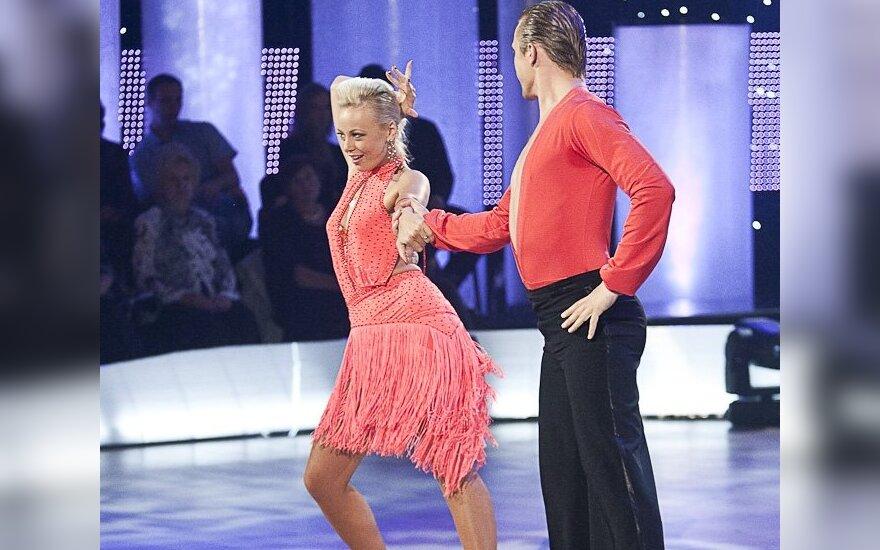 Mia su šokių partneriu