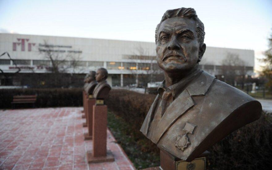 Maskvos parke – nelegalūs verslininkų biustai