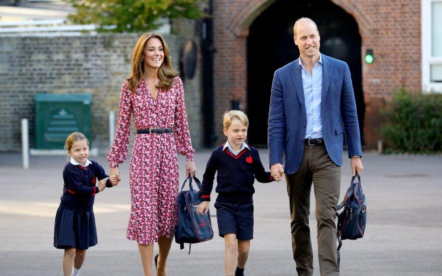 Kate Middleton ir princas Williamas lydi savo vaikus į mokyklą