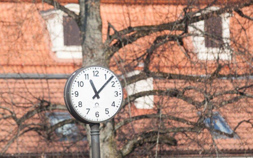 Dėl laikrodžių sukiojimo S. Skvernelis norėtų pokyčių