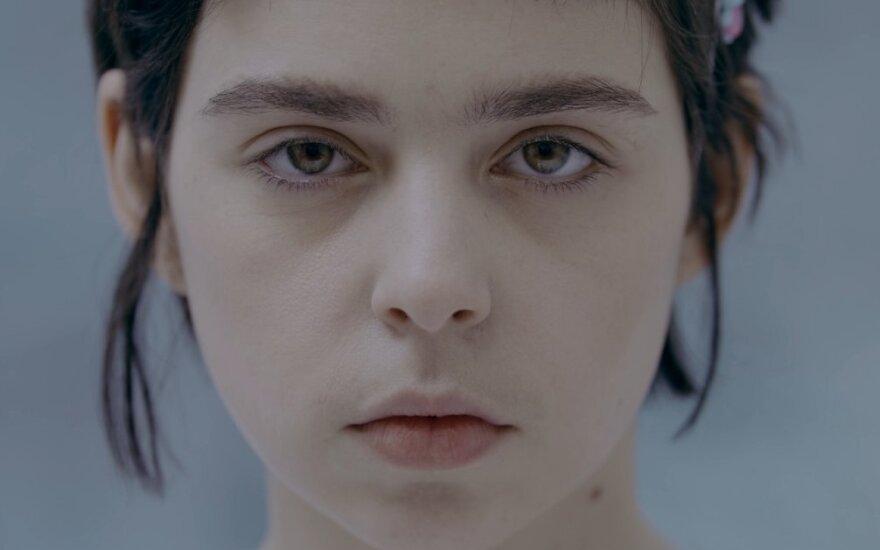 """Ingrida Toleikytė, kadras iš filmo """"Leónė. Bėganti į šviesą"""""""