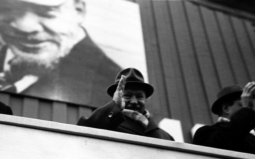 """Ilgametis LKP CK pirmasis sekretorius Antanas Sniečkus mėgo ilsėtis Druskininkuose. 1974 m. sausį gydytojų komisija rekomendavo A.Sniečkui keliauti į Druskininkus """"profilaktinei reabilitacijai"""" – ligonis skundėsi sausu kosuliu bei galvos svaigimu. Po keli"""