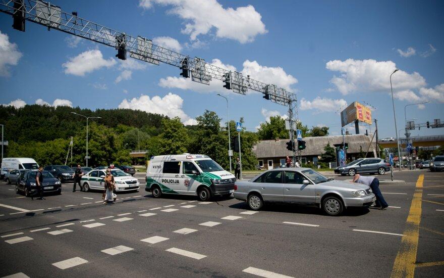 Vilniuje, pėsčiųjų perėjoje, sužalotas paspirtuku važiavęs vyras