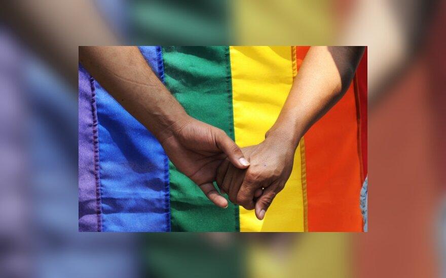 Gėjų teisių aktyvistas EŽT reikalauja įteisinti homoseksualias santuokas