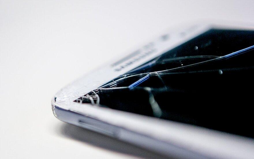 Sudužę telefonų ekranai liks praeityje: rastas netikėtas problemos sprendimas