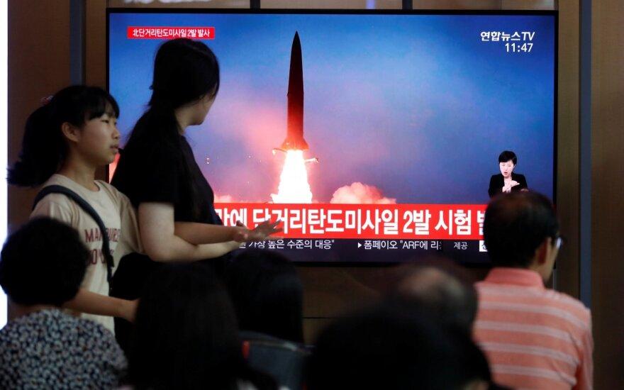 Nepaisant įspėjimų Šiaurės Korėja ir toliau demonstruoja galią: grasinimą pasiuntė kaimynei
