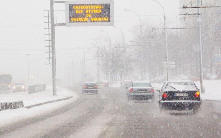 Šiltėjančios žiemos vairuotojų neguodžia – jau geriau pastovus šaltukas