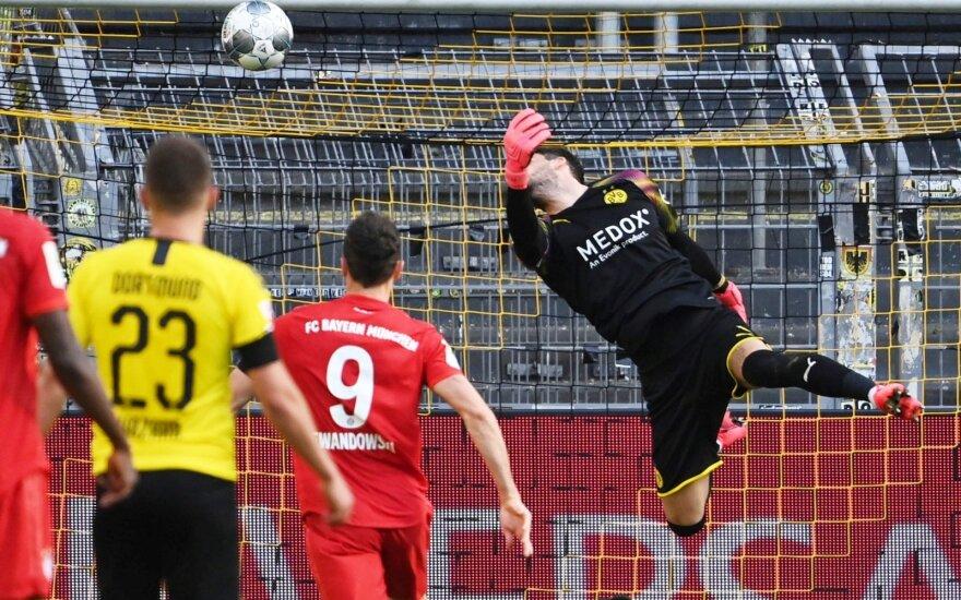 """Kamuolys skrieja į """"Borussia"""" vartus"""