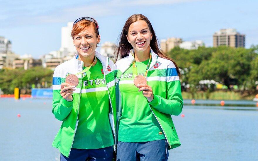 Donata Karalienė (kairėje), Milda Valčiukaitė