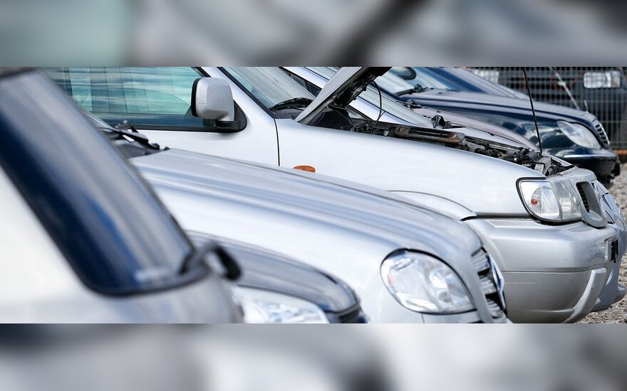 """Neapdairiai įsigijęs automobilį sulaukė tūkstančių litų vertės """"dovanėlės"""""""